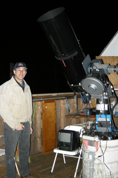 Gary Jacobson poses next to the ATMoB C14/Paramount just minutes before successfully recording the occultation.
